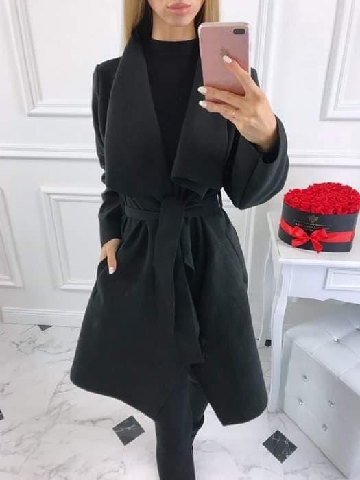 Płaszcz Czarny Plus Size